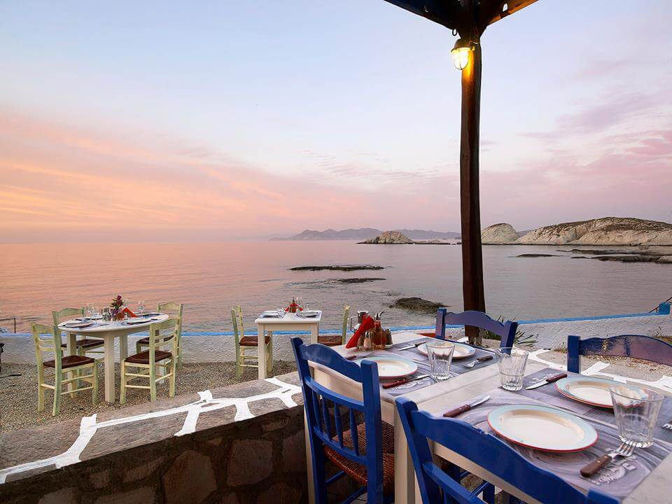 medusa-milos-cafe-restaurant-greece